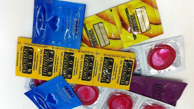 """Zimbabué diz que preservativos vindos da China """"são demasiado pequenos"""""""