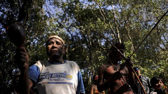 Índios brasileiros continuam a enfrentar uma barbárie, diz especialista