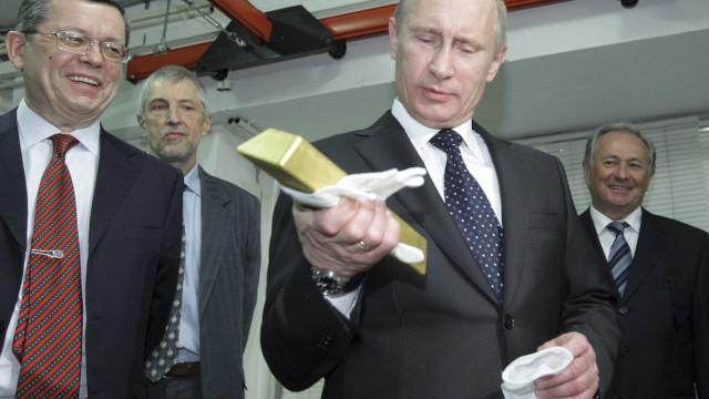 Bezos ou Gates? Nem um nem outro. Homem mais rico do mundo será... Putin