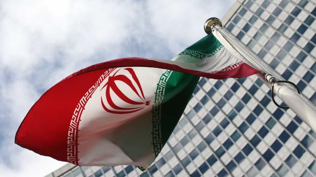 """Irão considera disparos de navio norte-americano uma """"provocação"""""""