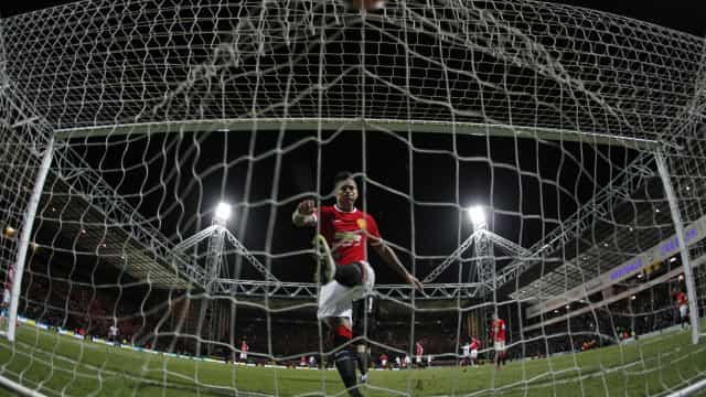 Man. United mostra estado em que ficou cabeça de Rojo após dérbi