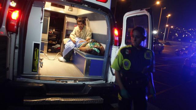 Colisão com autocarro em Praga faz três mortos e dezenas de feridos