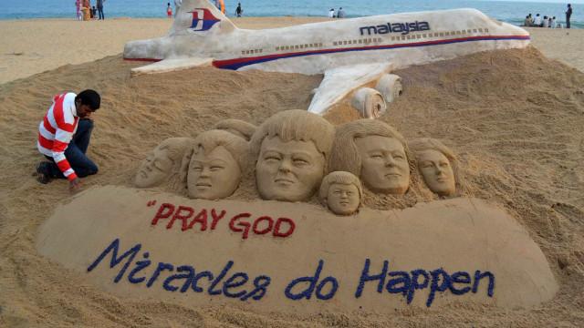 Familiares de vítimas do voo MH370 pedem à Malásia que não cesse buscas