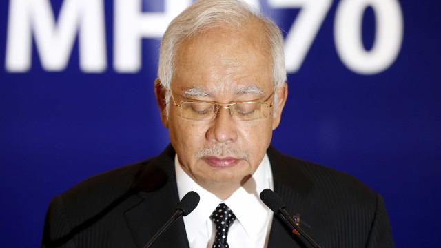Ex-primeiro-ministro da Malásia preso por corrupção