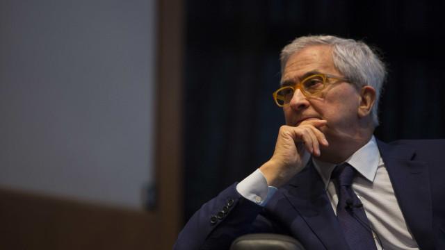 """Interior. Cadilhe desafia PSD a deixar de """"assobiar para o lado"""""""