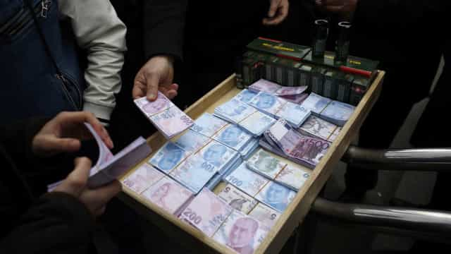 Lira turca recupera 3% face ao euro e 2,4% em relação ao dólar