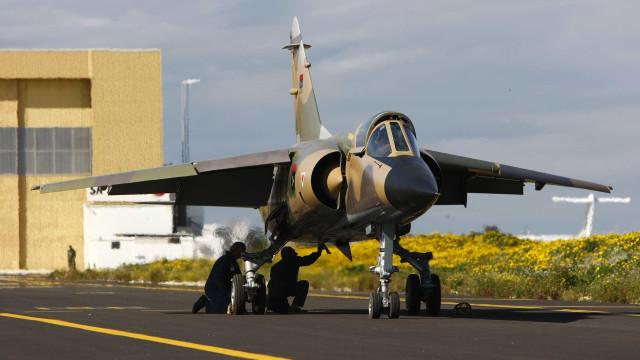 """Pilotos da Força Aérea dos UE """"devem manter janelas do cockpit limpas"""""""