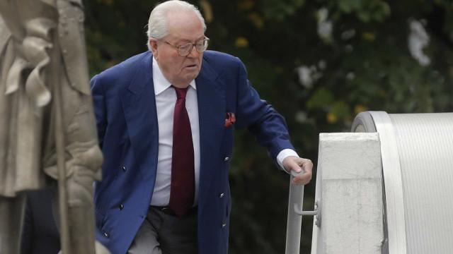 Jean-Marie Le Pen foi hospitalizado e o seu julgamento adiado
