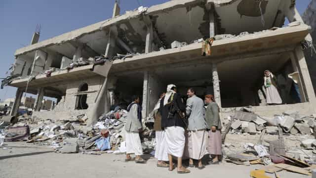 """Iémen sofre """"a maior crise humanitária do mundo"""""""