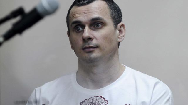 Cineasta ucraniano detido na Rússia recebe prémio Ukrainian ID