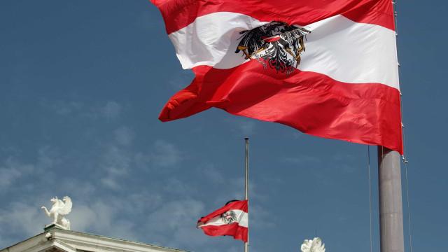 Áustria colocou dívida pública de 11 mil milhões de euros a 100 anos