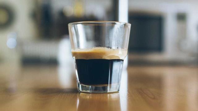 Estará o seu vício por café a provocar-lhe refluxo gástrico?