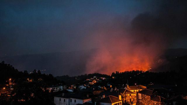 Fogo destruiu casa de emigrantes e outras duas em Poiares
