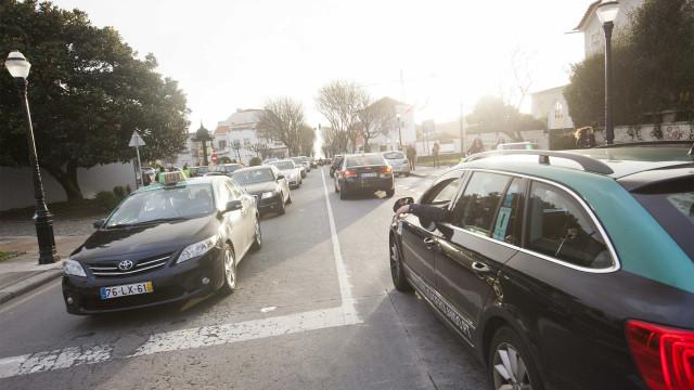Taxistas vão continuar concentrados na avenida dos Aliados