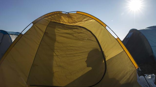 Turistas multados por acampar ilegalmente na praia da Ursa em Sintra