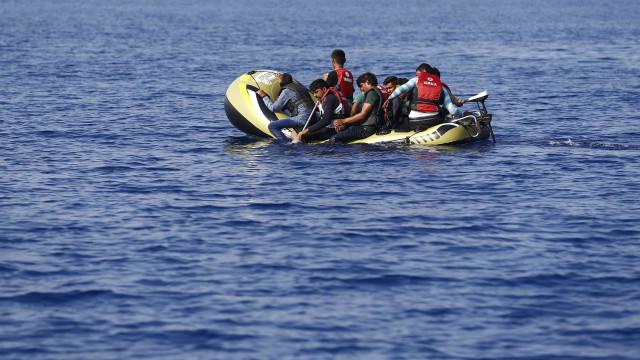 Resgatados no Estreito de Gibraltar 61 imigrantes que seguiam em barcos