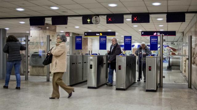 Trabalhadores e utentes do metro criticam fecho da estação de Arroios