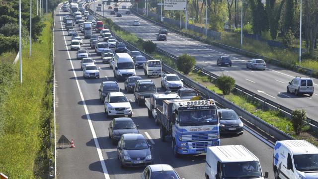 Despiste de camião condiciona trânsito junto à Ponte do Freixo