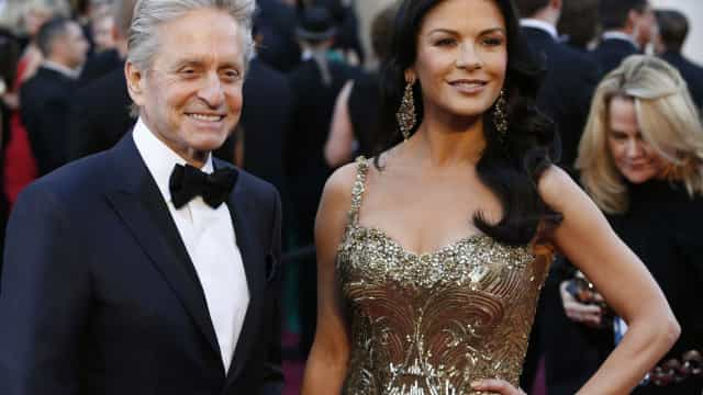 "Catherine Zeta-Jones volta a defender Michael Douglas: ""Ele foi honesto"""
