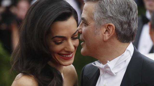 George Clooney elogia Amal enquanto mãe