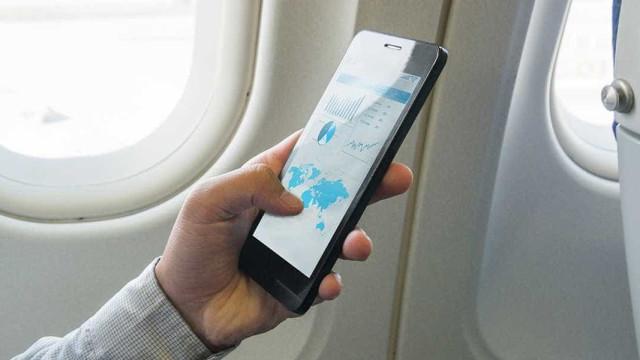 Há mais um bom motivo para ativar o modo avião no smartphone quando viaja