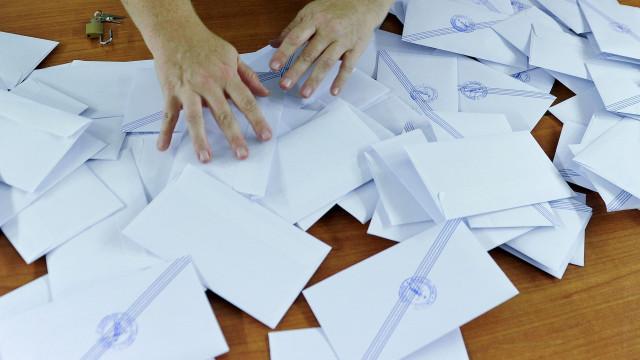 Presidenciais: Estão contados votos dos emigrantes. Abstenção é de 95%