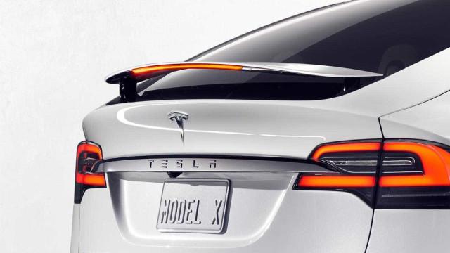 Furacão Irma leva a Tesla a oferecer mais bateria nos seus carros