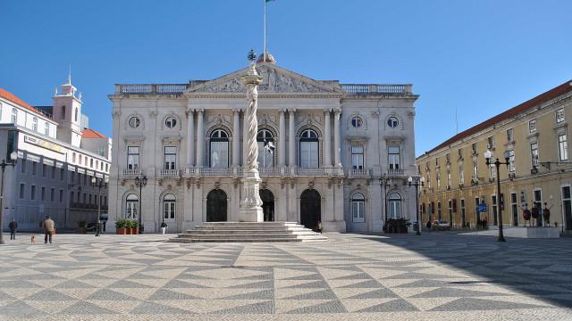 """Câmara de Lisboa reclama """"tradução orçamental de peso"""" para habitação"""