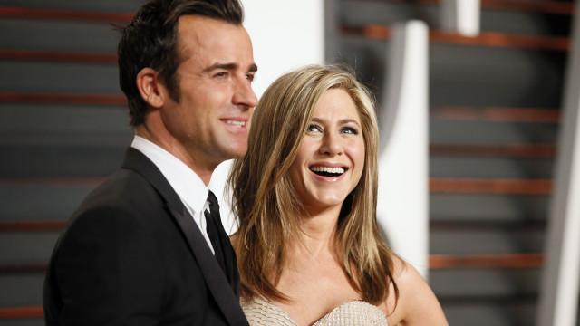 Jennifer Aniston quer aumentar peito (mas sem contar ao marido)