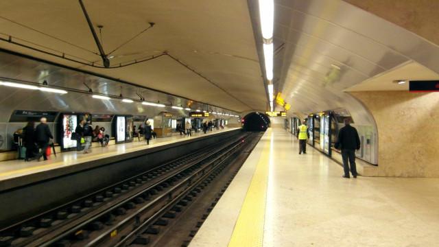 Queda de uma pessoa interrompe Linha Amarela do Metro