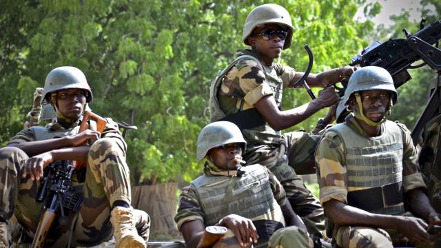 Militares franceses ajudam Chade a deter grupo armado em 40 camiões