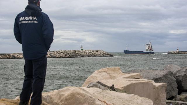 Engenho explosivo na praia S. Pedro de Moel. Autoridades vão detoná-lo