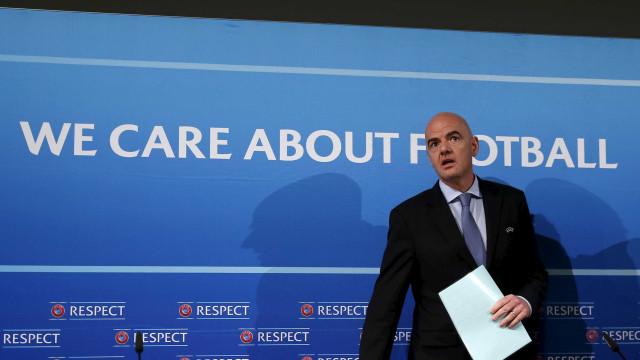 """Infantino viu """"promissor"""" um teste de vídeo-árbitro no França-Itália"""