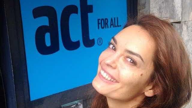 Melânia Gomes revela ter sido raptada pelo pai em criança