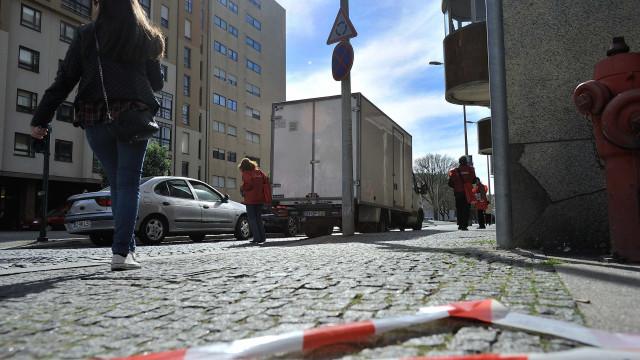 Piso abateu em rua que dá acesso a Hospital de São José