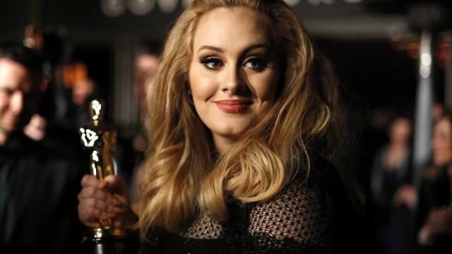 Saiba quanto lucrou Adele em 2017 sem lançar uma única música