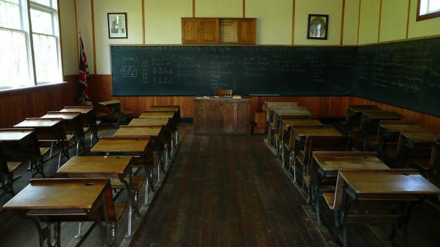 """Professores que cumpram requisitos serão """"posicionados na 2.ª prioridade"""""""