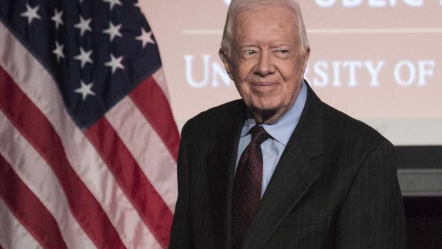 Jimmy Carter elogia vida dedicada ao trabalho do ex-Presidente Bush