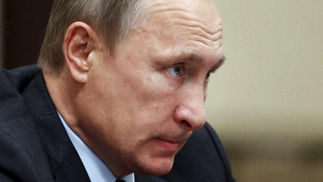 Putin diz que tropas russas vão permanecer na Síria enquanto interessar