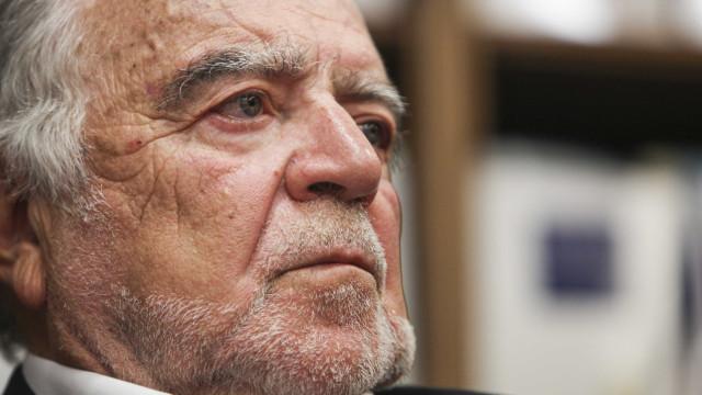 Manuel Alegre pede consequências das buscas no Ministério das Finanças