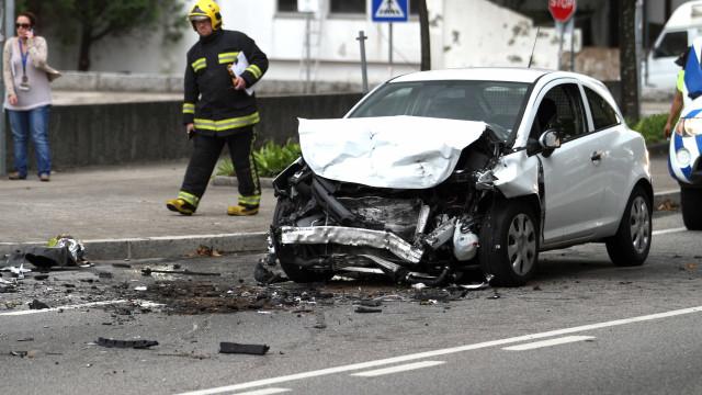 Um morto e três feridos graves em 155 acidentes durante a noite