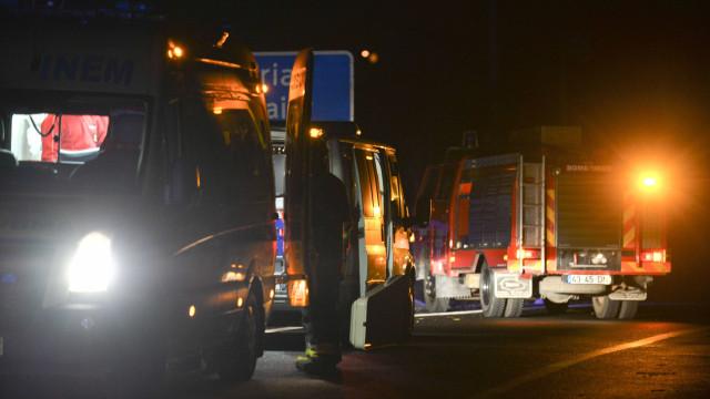 Acidente com três viaturas obrigou a corte da circulação na A2 no Seixal