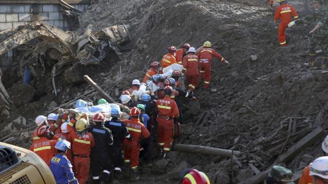 Sobe para 23 número de mortos em deslizamento de terras na China