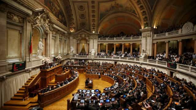 Bloco volta a levar barrigas de aluguer ao Parlamento 6 de dezembro