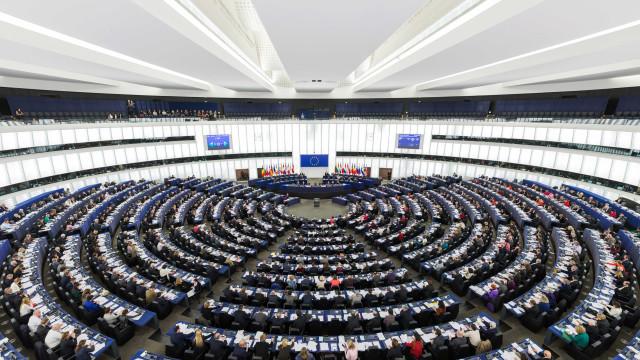 Parlamento Europeu cumpre um minuto de silêncio em Estrasburgo
