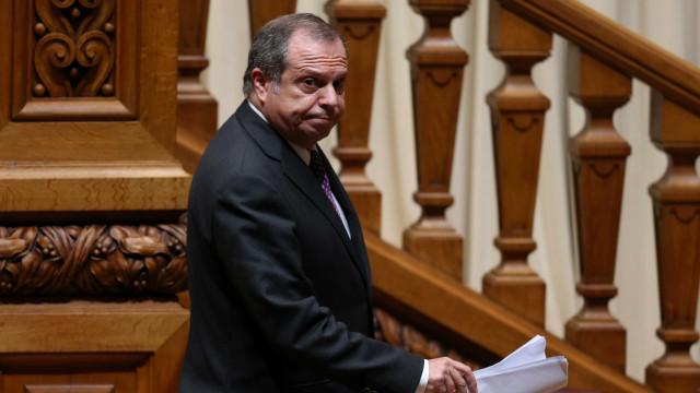"""PS lamenta """"disfuncionalidade política da oposição"""""""