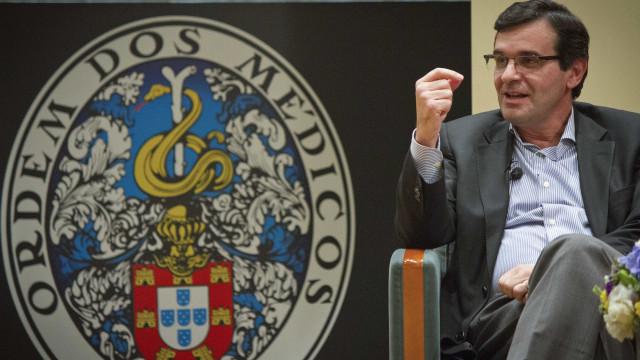 Ministro da Saúde admite má gestão e está menos otimista que Centeno