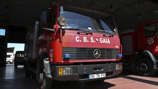 Bombeiros resgatam menina que caiu na escarpa da Serra do Pilar