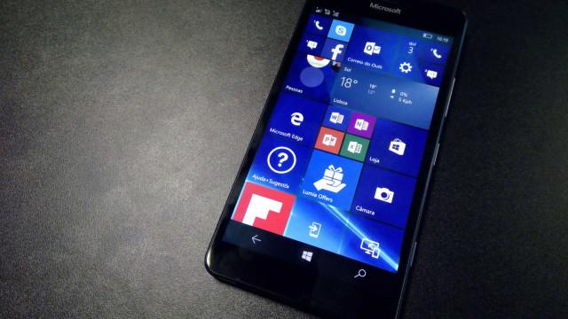 Quer comprar um smartphone com Windows? Não é a melhor altura