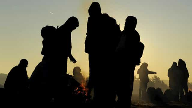 Itália autoriza desembarque de 450 migrantes